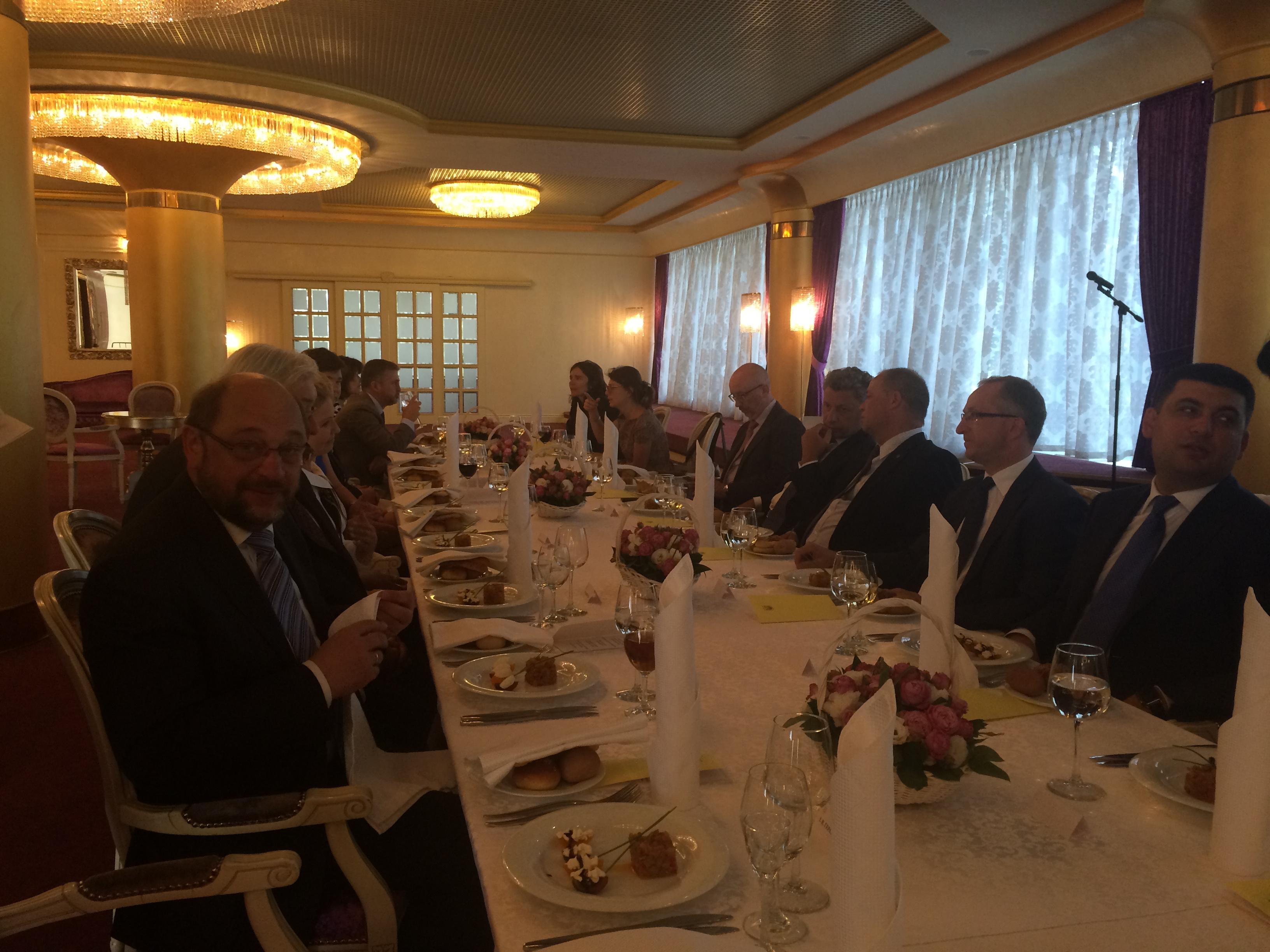 Lõunasöök Euroopa Parlamendi president Schulzi ja Ukraina Ülemrada spiikri Groysmaniga