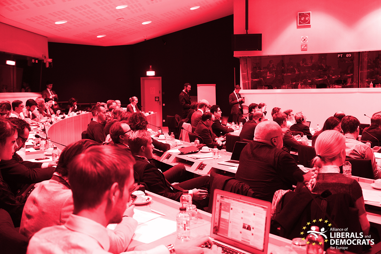 Euroopa Parlamendis seminar How Russia uses the internet for surveillance and propaganda. Ürituse korraldamise peamiseks ajendiks oli Andrei Soldaovi ja Irina Borogani raamatu The Red Web ilmumine.