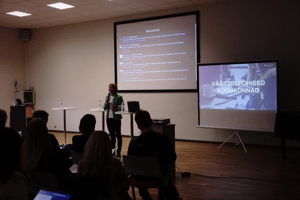 """Kaidi Ruusalepp räägib seminaril """"Töötamise uus reaalsus"""" väärtuspõhistest kogukondadest."""